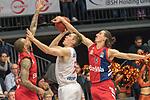 10.03.2019, RASTA Dome 2.0, VECHTA, GER, easycredit-bbl, RASTA Vechta vs  FC Bayern M&uuml;nchen, im Bild<br /> Derrick Williams (Bayern Muenchen BBL #23)T.J. Bray (USA) (Rasta Vechta #05)<br /> Nihad Djedovic (Bayern Muenchen BBL #14)<br /> <br /> Foto &copy; nordphoto / Kokenge