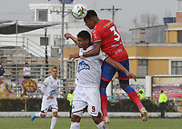 IPIALES - COLOMBIA, 06-10-2019: Cristian Florez del Pasto disputa el balón con Jorge Ramos del Tolima durante partido por la fecha 15 de la Liga Águila II 2019 entre Deportivo Pasto y Deportes Tolima jugado en el estadio Estadio Municipal de Ipiales. / Cristian Florez of Pasto struggles the ball with Jorge Ramos of Tolima during match for the date 15 as part of Aguila League II 2019 between Deportivo Pasto and Deportes Tolima played at Municipal stadium of Ipiales.  Photo: VizzorImage / Leonardo Castro / Cont