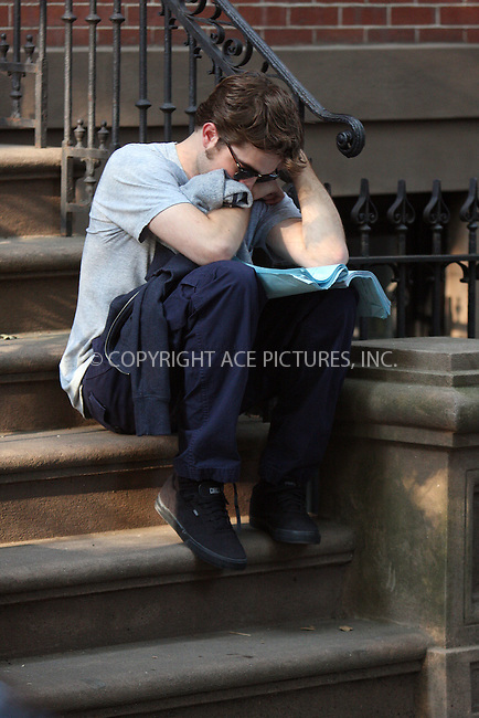 WWW.ACEPIXS.COM . . . . .  ....July 14 2009, New York City....Actor Robert Pattinson on the Brooklyn set of the new movie 'Remember Me' on July 14 2009 in New York City....Please byline: AJ Sokalner - ACEPIXS.COM..... *** ***..Ace Pictures, Inc:  ..tel: (212) 243 8787..e-mail: info@acepixs.com..web: http://www.acepixs.com