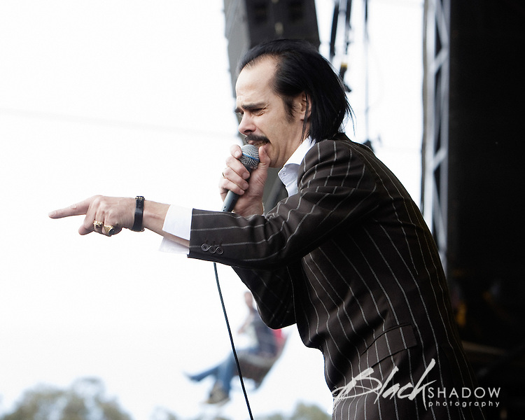 Grinderman playing at the inaugural Australian All Tomorrows Parties festival at Mt Buller, 9 January 2009