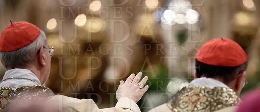 Cardinali e vescovi durante la Messa del Crisma in occasione del Giovedi' Santo celebrata da Papa Francesco nella Basilica di San Pietro, Citta' del Vaticano,29 marzo 2018.<br /> Cardinals and bishops attend the Chrism Mass for Holy Thursday in Saint Peter's Basilica at the Vatican, on March 29, 2018.<br /> UPDATE IMAGES PRESS/Isabella Bonotto<br /> <br /> STRICTLY ONLY FOR EDITORIAL USE
