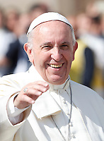 Papa Francesco saluta i fedeli al termine di una messa giubilare in Piazza San Pietro, 9 ottobre 2016.<br /> Papa Francesco celebra una messa giubilare in Piazza San Pietro, 9 ottobre 2016.<br /> Pope Frances waves to the faithful at the end of a Jubilee Mass in St. Peter's Square at the Vatican, 9 October 2016.<br /> UPDATE IMAGES PRESS/Isabella Bonotto<br /> <br /> STRICTLY ONLY FOR EDITORIAL USE