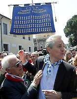 Il candidato sindaco di Roma Francesco Rutelli, a destra, alla manifestazione per il sessantatreesimo anniversario della Liberazione dal nazifascismo, a Roma, 25 aprile 2008..Center-left candidate Rome Mayor Francesco Rutelli, right, takes part in a demonstration for the 63rd anniversary of Italy's Liberation from nazifascism, in Rome, 25 april 2008..UPDATE IMAGES PRESS/Riccardo De Luca