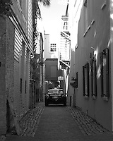 There are so many of these narrow, quiet and at times romantic alleys in Charleston. Often, you will find a small out-of-the-way restaurant frequented by locals in the know, or a 5-star B&B discreetly hidden from view. I deliberately blurred the carlicense plate in order to protect the owner's privacy.