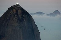 Tourist ride the cable car to the Sugarloaf mountain in Rio de Janeiro.(AustralFoto/Douglas Engle)
