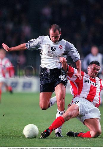 Dmitri Khokhlov tackles UWE ROSLER, PSV Eindhoven 1 v KAISERSLAUTERN 2, UEFA Champions League, Philips Stadion, 981021. Photo: Neil Tingle/Action Plus<br /> <br /> <br /> 1998<br /> football<br /> soccer<br /> tackle tackled tackling<br /> association<br /> club clubs