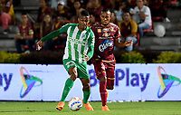 IBAGUÉ - COLOMBIA, 06-06-2018: Sebastian Villa (Der) jugador de Deportes Tolima disputa el balón con Jeison Lucumi (Izq) jugador del Atletico Nacional durante partido de ida por la final de la Liga Águila I 2018 jugado en el estadio Manuel Murillo Toro de la ciudad de Ibagué. / Sebastian Villa (R) player of Deportes Tolima vies for the ball with Jeison Lucumi (L) player of Atletico Nacional during first leg match for the final of the Aguila League I 2018 played at Manuel Murillo Toro stadium in Ibague city. Photo: VizzorImage / Cristian Alvarez / Cont