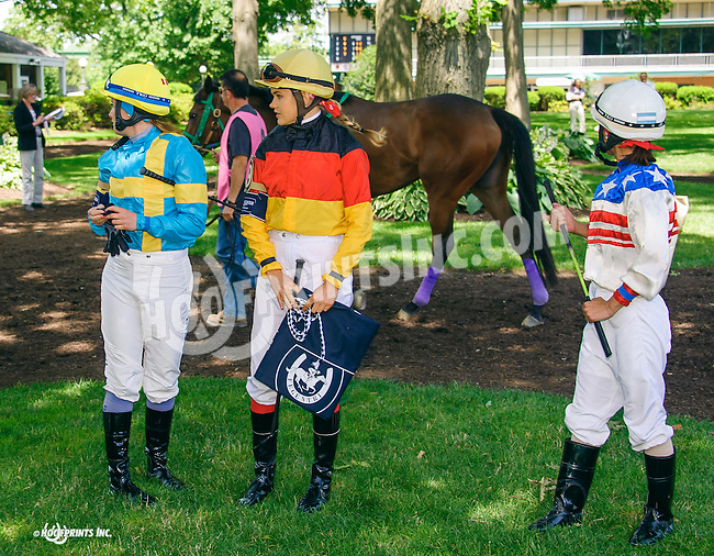 group of riders before The International Ladies FEGENTRI  race at Delaware Park on 6/13/16