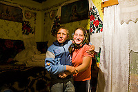 ROMANIA / Maramures / Budesti / 12.09.2006 ..Two of the six children of the Sciop family. ..© Davin Ellicson / Anzenberger