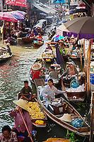 Busy Damnoen Saduak Floating Market, Damnoen Saduak, Thailand