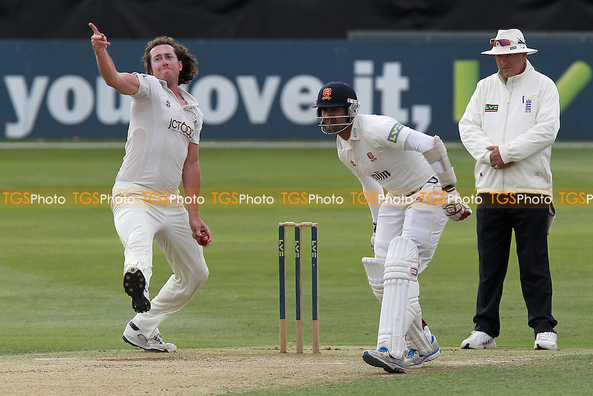 - Essex CCC vs Yorkshire CCC - LV County Championship Division Two Cricket at the Ford County Ground, Chelmsford, Essex - 12/09/12 - MANDATORY CREDIT: Gavin Ellis/TGSPHOTO - Self billing applies where appropriate - 0845 094 6026 - contact@tgsphoto.co.uk - NO UNPAID USE.