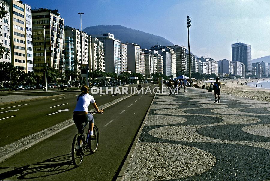 Ciclismo no calçadão de Copacabana. Rio de Janeiro. 2003. Foto de Ricardo Azoury.