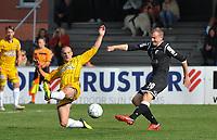 WS LAUWE - RC LAUWE :<br /> Wouter Commeyne (L) tracht een schot van Yannick Cannaert (R) af te blokken met een tackle<br /> <br /> Foto VDB / Bart Vandenbroucke