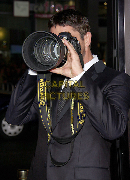 GERARD BUTLER .'Law Abiding Citizen' Los Angeles Premiere 2009 held at the Graumans Chinese Theatre,  Hollywood, California, USA,  6th October 2009..half length camera holding  black suit .CAP/ADM/CH.©Charles Harris/AdMedia/Capital Pictures