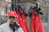 - general strike against government economic measures called by the CGIL union; flags in mourning for the deads at work....- sciopero generale contro le misure economiche del governo convocato dal sindacato CGIL; bandiere in lutto per i morti sul lavoro