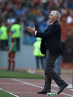 Football, Serie A: AS Roma - SSC Napoli, Olympic stadium, Rome, March 31, 2019. <br /> Napoli's coach Carlo Ancelotti speaks to his players during the Italian Serie A football match between Roma and Napoli at Olympic stadium in Rome, on March 31, 2019.<br /> UPDATE IMAGES PRESS/Isabella Bonotto