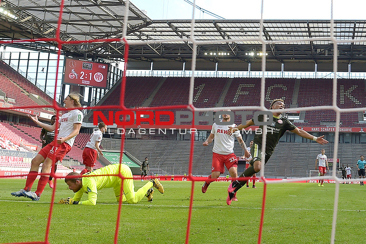 nph00351: Torjubel Pierre KUNDE (re 1.FSV Mainz 05) <br /> nach  Tor zum 2-2.<br /> Am Boden:<br /> Timo HORN  (Torwart 1.FC Koeln). <br /> Sport: Fussball: 1. Bundesliga: Saison 19/20: 26.Spieltag: 1.FC KOELN-FSV MAINZ 05,17.05.2020.<br /> Foto: Anke Waelischmiller/SVEN SIMON/POOL / via Meuter/nordphoto<br /> <br /> Nur für journalistische Zwecke! Only for editorial use!<br /> Gemäß den Vorgaben der DFL Deutsche Fußball Liga ist es untersagt, in dem Stadion und/oder vom Spiel angefertigte Fotoaufnahmen in Form von Sequenzbildern und/oder videoähnlichen Fotostrecken zu verwerten bzw. verwerten zu lassen. DFL regulations prohibit any use of photographs as image sequences and/or quasi-video.