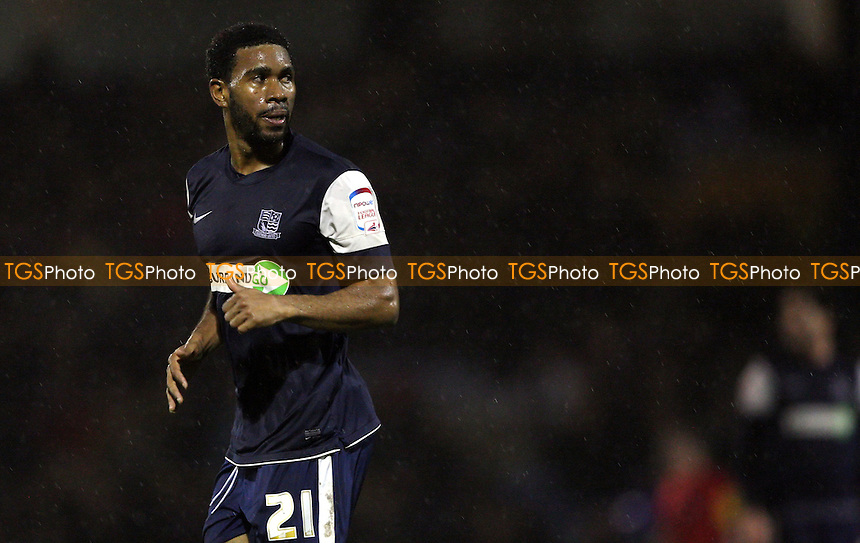 Gavin Tomlin of Southend - Southend United vs Rochdale, League 2 at Roots Hall, Southend - 24/11/12 - MANDATORY CREDIT: Rob Newell/TGSPHOTO - Self billing applies where appropriate - 0845 094 6026 - contact@tgsphoto.co.uk - NO UNPAID USE.