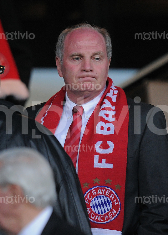 FUSSBALL  International  Champions League  Rueckspiel SAISON 2009/2010    Olympique lyon - FC Bayern  Muenchen      27.04.2010 FC Bayern Praesident Uli Hoeness nachdenklich