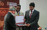 SAO PAULO, SP, 27 MAIO 2013 - LULA DIA DA AFRICA - Luiz Inacio Lula da Silva ex presidente da Republica Netinho de Paula e Fernando Haddad durante evento D'África-São Paulo, que celebra o Dia da África na sede da prefeitura de Sao Paulo na regiao central da cidade nesta segunda-feira, 27. FOTO: VANESSA CARVALHO - BRAZIL PHOTO PRESS.