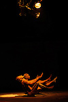 JEUDI<br /> <br /> Conception, chorégraphie Katalin Patkaï<br /> En collaboration avec Ugo Dehaes<br /> Interprétation Justine Bernachon, Katalin Patkaï<br /> Création lumière Benjamin Boiffier<br /> Compositeur Roeland Luyten<br /> Compagnie En avoir ou pas<br /> Cadre : Rencontres chorégraphiques de Seine Saint Denis<br /> Date : 16/05/2014<br /> Lieu : La parole errante<br /> Ville : Montreuil<br /> © Laurent Paillier / photosdedanse.com