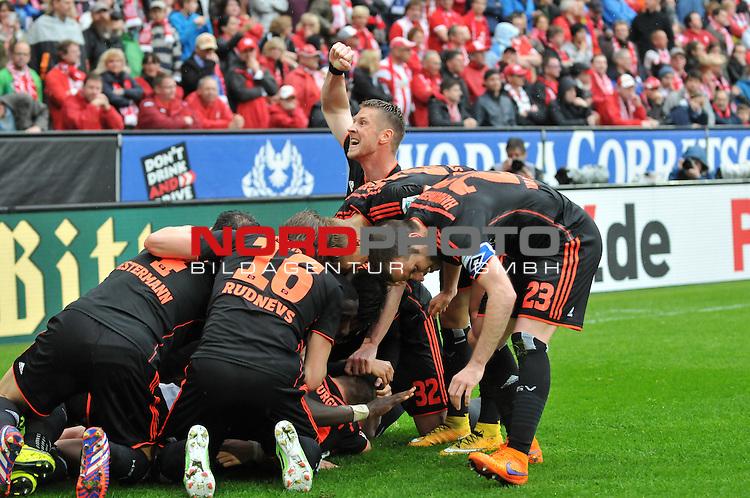 03.05.2015, cofacearena, Mainz, GER, FSV Mainz 05 vs. Hamburger SV, im Bild: Jubel &uuml;ber das 2:1 durch Gojko Kacar (#40, Hamburger SV), mit Pierre-Michel Lasogga (#10, Hamburger SV) und Heiko Westermann (#4, Hamburger SV), hinten jubelt Slobodan Rajkovic (#32, Hamburger SV)<br /> <br /> Foto &copy; nordphoto / Fabisch