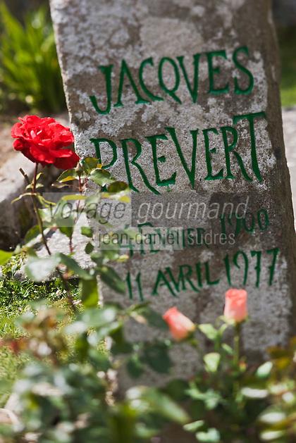 Europe/France/Normandie/Basse-Normandie/50/Manche/Presqu'île de la Hague/Omonville-la-Petite: La tombe de Jacques Prévert  au cimetière [Non destiné à un usage publicitaire - Not intended for an advertising use]
