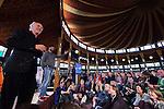 Nederland, Achlum, 28-05-2011 CONVENTIE VAN ACHLUM. Herman van Veen tijdens interview (volgens Zomerrgasten concept ) met Arie Boosma. FOTO: Gerard Til / Hollandse Hoogte