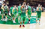 S&ouml;dert&auml;lje 2015-04-10 Basket SM-Semifinal 5 S&ouml;dert&auml;lje Kings - Sundsvall Dragons :  <br /> S&ouml;dert&auml;lje Kings John Roberson jublar med lagkamrater efter matchen mellan S&ouml;dert&auml;lje Kings och Sundsvall Dragons <br /> (Foto: Kenta J&ouml;nsson) Nyckelord:  S&ouml;dert&auml;lje Kings SBBK T&auml;ljehallen Sundsvall Dragons jubel gl&auml;dje lycka glad happy