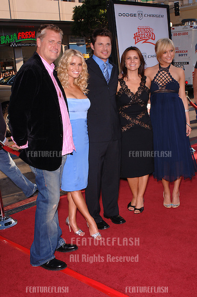 Actress/pop star JESSICA SIMPSON (left) & husband NICK LACHEY (centre) with sister ASHLEE SIMPSON & their parents JOE & TINA at the Los Angeles premiere of Jessica's new movie The Dukes of Hazzard..July 28, 2005 Los Angeles, CA.© 2005 Paul Smith / Featureflash