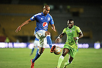 BOGOTA - COLOMBIA -21 - 02 - 2016: Lewis Ochoa (Izq.) jugador de Millonarios disputa el balón con Edier Tello (Der.) jugador de Jaguares FC, durante partido de la fecha 5 entre Millonarios y Jaguares FC, de la Liga Aguila I-2016, jugado en el estadio Nemesio Camacho El Campin de la ciudad de Bogota.   / Lewis Ochoa (L) player of Millonarios vies for the ball with Edier Tello (R) player of Jaguares FC, during a match between Millonarios and Jaguares FC, for the date 5 of the Liga Aguila I-2016 at the Nemesio Camacho El Campin Stadium in Bogota city, Photo: VizzorImage / Luis Ramirez / Staff.