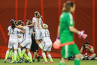 MONTREAL, CANADA, 30.06.2015 - EUA-ALEMANHA - Llyod dos Estados Unidos comemora seu gol durante partida contra Alemanha, válida pelas semi-finais da Copa do Mundo de Futebol Feminino, no Estádio Olímpico de Montreal, no Canadá, nesta sexta-feira, 30. (Foto: William Volcov/Brazil Photo Press)