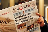 Ischia , Coppia compra tutte le copie del quotidiano che annunciava il loro film hard in rete<br /> sparisce dalle edicole il quotidiano &quot;il Golfo &quot; , i protagonisti hanno aspettato la consegna dei giornali per ritirare tutte le copie consegnate nell'isola