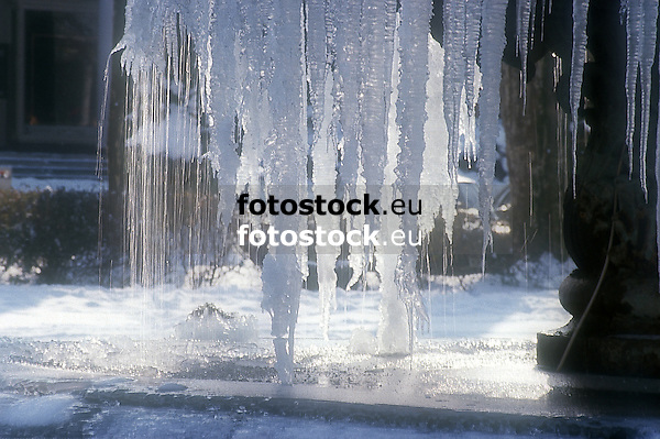 frozen fountain<br /> <br /> fuente helado<br /> <br /> vereister Brunnen<br /> <br /> Original: 35 mm slide transparency