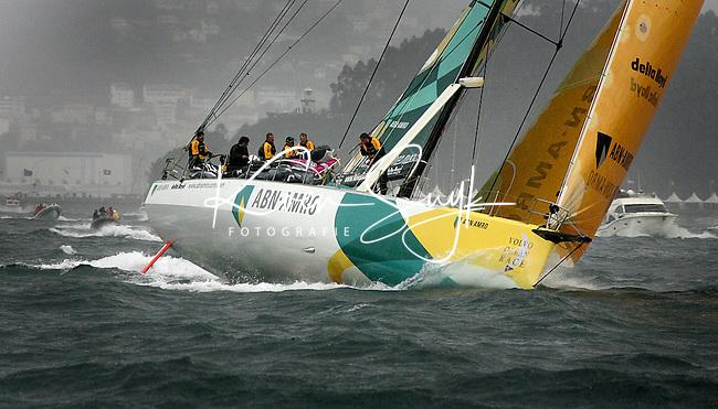 VIGO - De ABN AMRO II zaterdag in actie op het water bij het Spaanse Vigo. Nederland 2 ligt zondag aan kop in de negende editie van de Volvo Ocean Race. De vierjaarlijkse mondiale zeilrace, met twee Nederlandse zeilboten (ABN AMRO I en ABN AMRO II), gaat voor de eerste etappe richting Kaapstad over ruim 6000 kilometer (3270 mijl). De negen maanden lange reis voert langs vijf continenten. ANP PHOTO KOEN SUYK