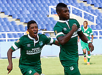 CALI - COLOMBIA -20-04-2014: Los jugadores de Deportivo Cali celebran el gol anotado a La Equidad durante  partido Deportivo Cali y y La Equidad por la fecha 18 por la Liga Postobon I 2014 en el estadio Pascual Guerrero de la ciudad de Cali. / The players of Deportivo Cali celebrate a scored goal to y La Equidad during a match between Deportivo Cali and y La Equidad for the date 18th of the Liga Postobon I 2014 at the Pascual Guerrero stadium in Cali city. Photo: VizzorImage / Juan C Quintero / Str.