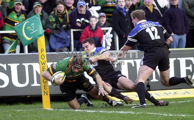 Pix: Matthew Lewis/SWpix.com. Rugby Union. Powergen Cup, Quarter Final. Bath v Northampton Saints. 25/01/2003...COPYRIGHT PICTURE>>SIMON WILKINSON>>01943 436649>>..Bath's Olly Barkley forces Northampton's Bruce Reihanaout of touch.