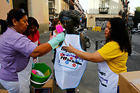 Protesters put cleaning tools on every female statues near Malasana area in Madrid.