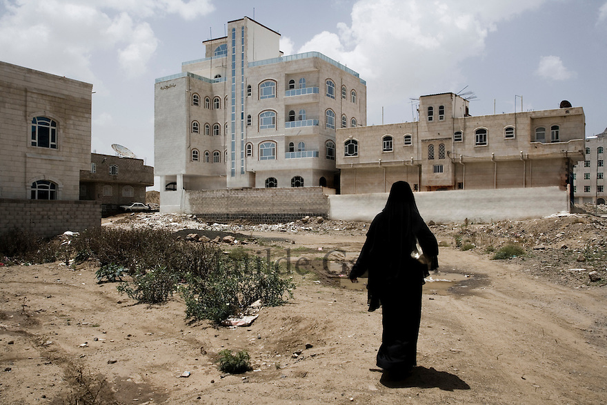 Yemen - Sana'a - New buildings under construction, the population is growing fast in Sana'a as villagers as moving to the capital and the birth rate is extremely high, one of the main reasons why Sanaa's underground water is extinguishing so fast. Yemen's economy depends heavily on oil production, and its government receives the vast majority of its revenue from oil taxes. Yet analysts predict that the country's petroleum output, which has declined over the last seven years, will fall to zero by 2017. The government has done little to plan for its post-oil future. Yemen's population, already the poorest on the Arabian peninsula and with an unemployment rate of 35%, is expected to double by 2035..The trends will exacerbate large and growing environmental problems, including the exhaustion of Yemen's groundwater resources. Given that a full 90% of the country's water is used for agriculture, this trend portends disaster..Sanaa's well are expected to dry out by 2015, partly due to illegal drilling, partly because 40% of the city's water is diverted for qat production, and partly because conservation rules are difficult to enforce. Only 20% of the houses receive water, the other 80% has to collect it from pumps and wells. 15% of the urban population only uses bottled water as its primary drinking water source and that is why Yemen has one of the highest world mortality rate, most of the diseases being related to water..