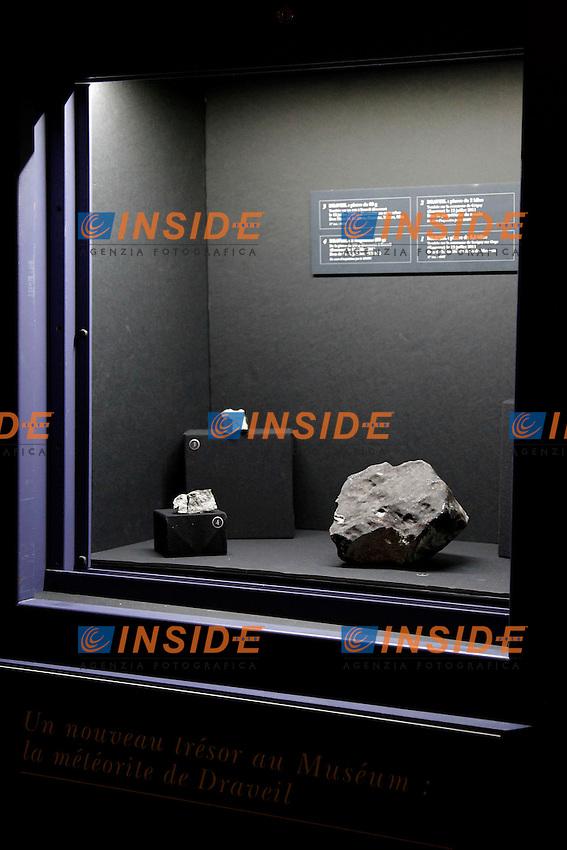 Parigi 14/06/2012 Presentazione di una delle più grandi meteoriti (5,2 kg) di Draveil, esposta presso il Museo di Storia Naturale di Parigi..Foto Insidefoto / Marine Andrieux / Panoramic.ITALY ONLY.