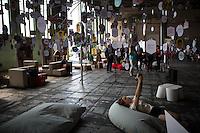 Berlin, Eine Frau fotografiert sich beim DMY International Design Festival, am Freitag (07.06.13) in ehemaligen Flughafen Tegel, neben Installation. Festival findet von Mittwoch (05.06.13) bis Sonntag (09.06.13) statt. Foto: Maja Hitij/CommonLens