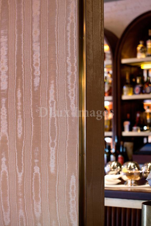 wood wall paneling Sant Ambroeus Soho