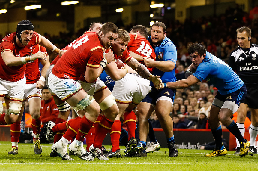 Wales' Ross Moriarty breaks to score his sides seventh try<br /> <br /> Photographer Simon King/CameraSport<br /> <br /> International Rugby Union - RBS 6 Nations Championships 2016 - Wales v Italy - Saturday 19th March 2016 - Principality Stadium, Cardiff <br /> <br /> &copy; CameraSport - 43 Linden Ave. Countesthorpe. Leicester. England. LE8 5PG - Tel: +44 (0) 116 277 4147 - admin@camerasport.com - www.camerasport.com