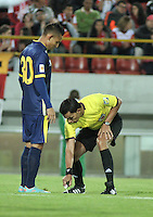 BOGOTA - COLOMBIA - 21-03-2015: Nicolas Gallo, arbitro, durante partido por la fecha 11 entre Independiente Santa Fe y Uniautonoma de la Liga Aguila I-2015, en el estadio Nemesio Camacho El Campin de la ciudad de Bogota. / Nicolas Gallo, referee, during a match of the 11 date between Independiente Santa Fe and Uniautonoma for the Liga Aguila I -2015 at the Nemesio Camacho El Campin Stadium in Bogota city, Photo: VizzorImage / Luis Ramirez / Staff.