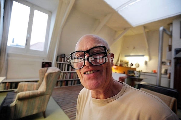 senior male person wearing two eyeglasses for reading, Amsterdam, Gerard DouStraat