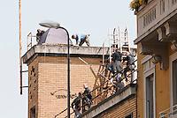 Sgombero della piscina occupata in via Botta. Milano, 18 aprile, 2011...Eviction of the swimming pool occupied. Milan, April 18, 2011