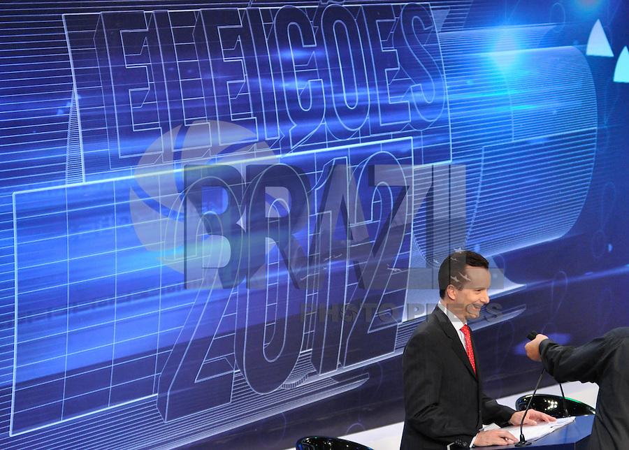 OSASCO, SP, 03 SETEMBRO DE 2012 – DEBATE REDETV – ATENÇÃO EDITOR: FOTO EMBARGADA PARA VEÍCULOS INTERNACIONAIS: Candidato a prefeitura de São Paulo Celso Russomano durante debate realizado na noite desta segunda feira (03) pela RedeTV, na sede da emissora em Osasco. (FOTO: LEVI BIANCO / BRAZIL PHOTO PRESS).