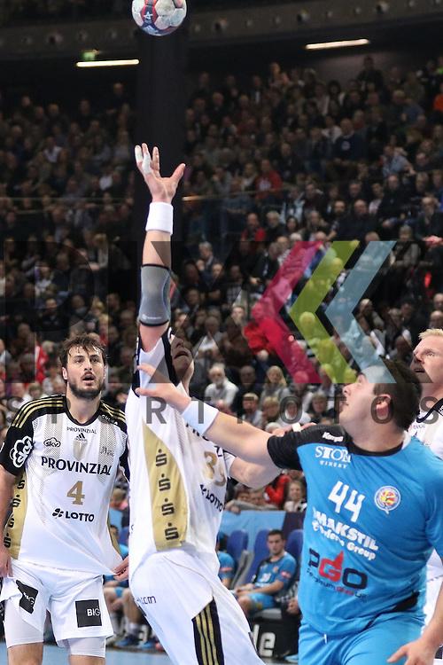 Kiel, 15.02.15, Sport, Handball, Champions League, Gruppenphase, THW Kiel - HC Metalurg Skopje : Domagoj Duvnjak (THW Kiel, #4), Filip Jicha (THW Kiel, #39), Zharko Peshevski (HC Metalurg Skopje, #44)<br /> <br /> Foto &copy; P-I-X.org *** Foto ist honorarpflichtig! *** Auf Anfrage in hoeherer Qualitaet/Aufloesung. Belegexemplar erbeten. Veroeffentlichung ausschliesslich fuer journalistisch-publizistische Zwecke. For editorial use only.