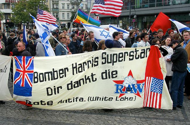 Antideutsche Demonstration gegen antisemitsche Gewalt<br /> Etwa 200 sogenannte Antideutsche demonstrierten am Samstag den 10. Juli 2004 mit antiislamischen und antimuslimischen Parolen gegen Antisemitische Gewalt in den berliner Stadtteilen Kreuzberg und Neukoelln. Ausserdem wurde in Redebeitraegen die Solidaritaet mit Israel und den USA bekundet. Den USA wurde ausdruecklich fuer den Krieg gegen den Irak gedankt.<br /> 10.7.2004, Berlin<br /> Copyright: Christian-Ditsch.de<br /> [Inhaltsveraendernde Manipulation des Fotos nur nach ausdruecklicher Genehmigung des Fotografen. Vereinbarungen ueber Abtretung von Persoenlichkeitsrechten/Model Release der abgebildeten Person/Personen liegen nicht vor. NO MODEL RELEASE! Nur fuer Redaktionelle Zwecke. Don't publish without copyright Christian-Ditsch.de, Veroeffentlichung nur mit Fotografennennung, sowie gegen Honorar, MwSt. und Beleg. Konto: I N G - D i B a, IBAN DE58500105175400192269, BIC INGDDEFFXXX, Kontakt: post@christian-ditsch.de<br /> Bei der Bearbeitung der Dateiinformationen darf die Urheberkennzeichnung in den EXIF- und  IPTC-Daten nicht entfernt werden, diese sind in digitalen Medien nach &sect;95c UrhG rechtlich geschuetzt. Der Urhebervermerk wird gemaess &sect;13 UrhG verlangt.]