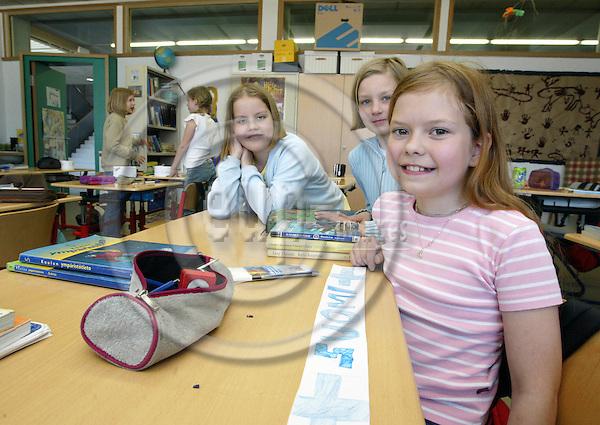 LUXEMBOURG - 07 MAY 2003 -- The European School of Luxembourg.-- Aino Mankki (R), Matilda Toivakka and Anniina Järventausta are Finnish students in the fifth grade.-- PHOTO: JUHA ROININEN